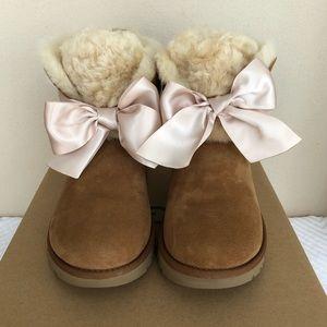 6426c2defa7 UGG Gita Bow Mini Booties Chestnut size 7 NEW NWT